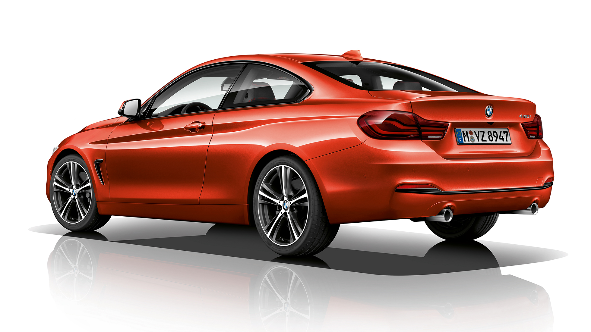 BMW 4 Series Coupé, Model Sport Line three-quarter rear shot