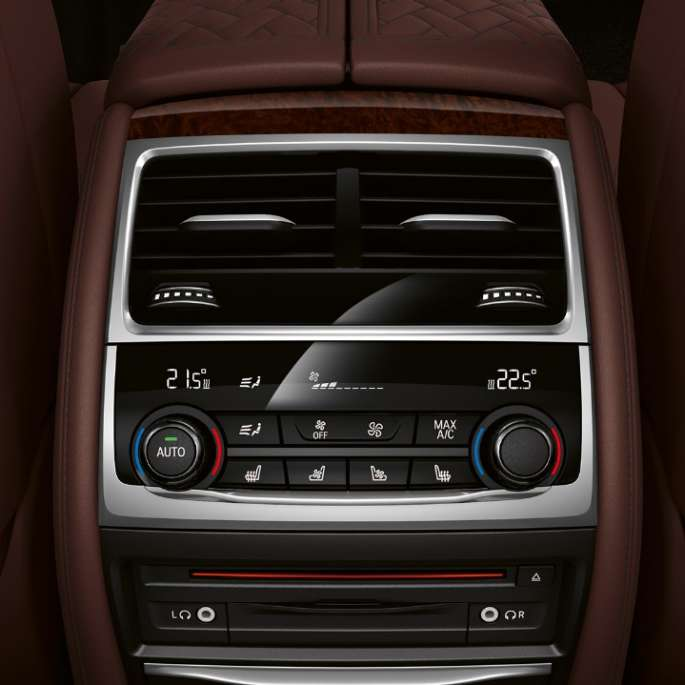 BMW 7 Series Sedan M Sport package: Close-up of Climate control system