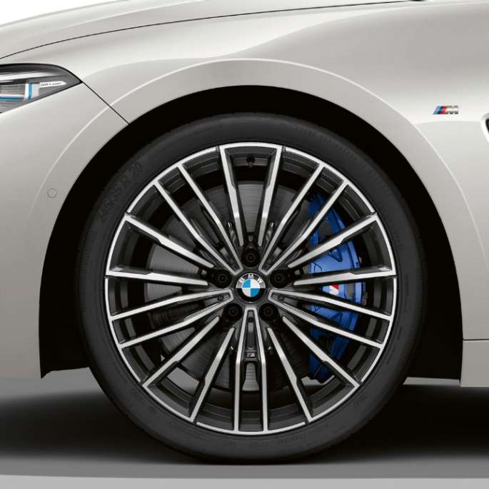 "BMW M850i xDrive, Mineral White metallic, 20"" light-alloy wheels multi-spoke 729 M."